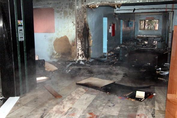Teröristler devlet hastanesini yaktı galerisi resim 2