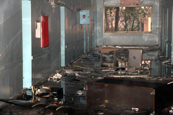 Teröristler devlet hastanesini yaktı galerisi resim 4