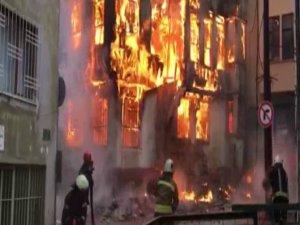 Tarihi çarşıdaki binada dev yangın!