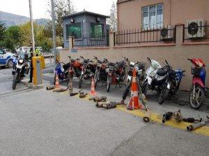 Gürültü kirliliğine neden olan motosikletler sergilendi