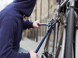 Bisikletle aynı yere gelince yakayı ele verdi!