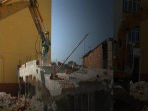 Kaçak evin sonu yıkım oldu!