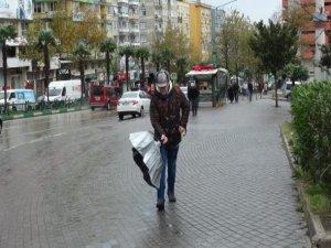 Bursa'daki lodos hayatı felç etti!