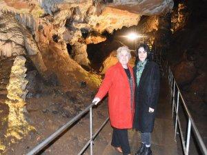 Bu mağaraya giren terliyor!