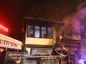 Bursa'da tarihi binayı alevler sardı!