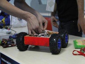 Bursa'da öğrenciler robotlarıyla yarışıyor