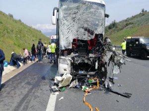 Bursa'da yolcu otobüsü Tıra çarptı