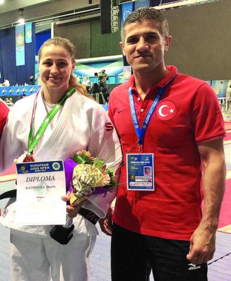 Judoda Büşra'dan Özbekistan'da bronz madalya
