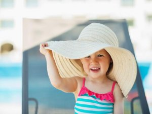 Çocukları güneş ışınlarından koruyun!