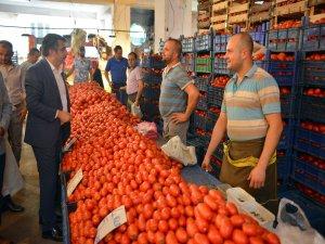 Başkan Yılmaz'dan pazar ziyareti
