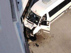 Bursa'da öğrenci servisi kaza yaptı