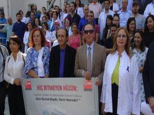 Bıçaklanan doktora meslektaşlarından destek