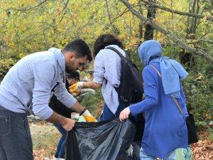 Yıldırımlı gönüllüler doğayı temizledi!