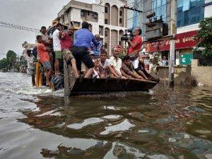 Hindistan'da son 25 yılın en şiddetli yağışları!