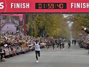 Kenyalı atlet rekor kırdı