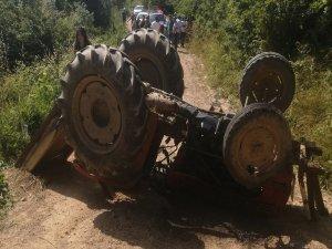 Traktörün altında kaldı!