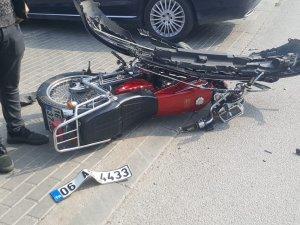 Otomobille kafa kafaya çarpıştı!