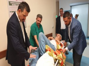 Kolu kırılan çocuğu tedavi etti