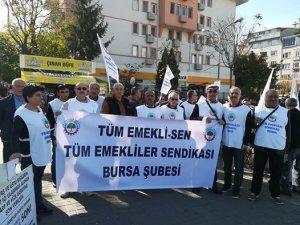 Bursa'da emekliler sokağa indi!