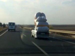 Otomobilin üzerinde taşıdıkları yük şoke etti