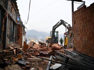 Bursa'da 8 katlı kaçak bina yıkıldı