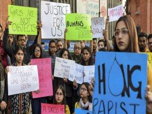 Tecavüz davasına giderken tecavüze uğradı