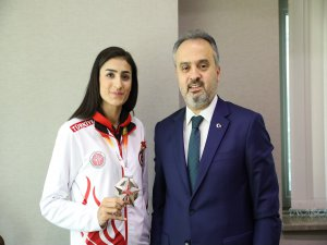 Aktaş'tan olimpiyat yolcusuna tebrik