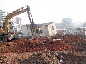 Kaçak Prefabrik Yapı Yıkıldı