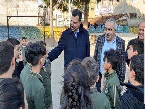 Esgin yıkılacak okulları inceledi