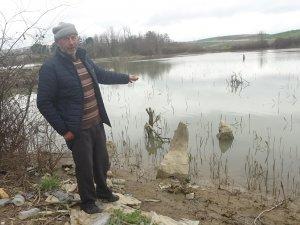 Ölülerine dua için göle giriyorlar