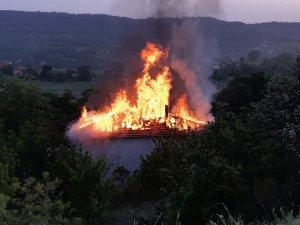 Gözleme yaparken evi yaktılar!