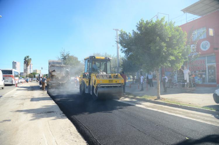 Büyükşehir ekipleri Mustafa Kemal Paşa Bulvarını asfaltladı