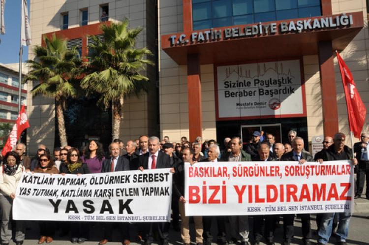 Fatih Belediyesi önünde sürgün protestosu