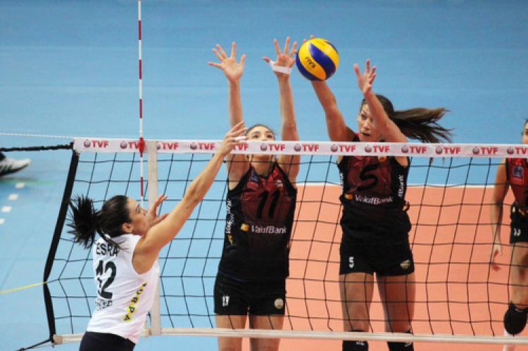 VakıfBank, Nilüfer Belediyesi'ni 3-0 mağlup etti