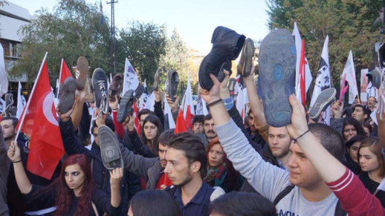 'Ayakkabılı, çuvallı' Obama protestosu