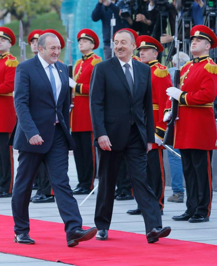 Aliyev Tiflis'te