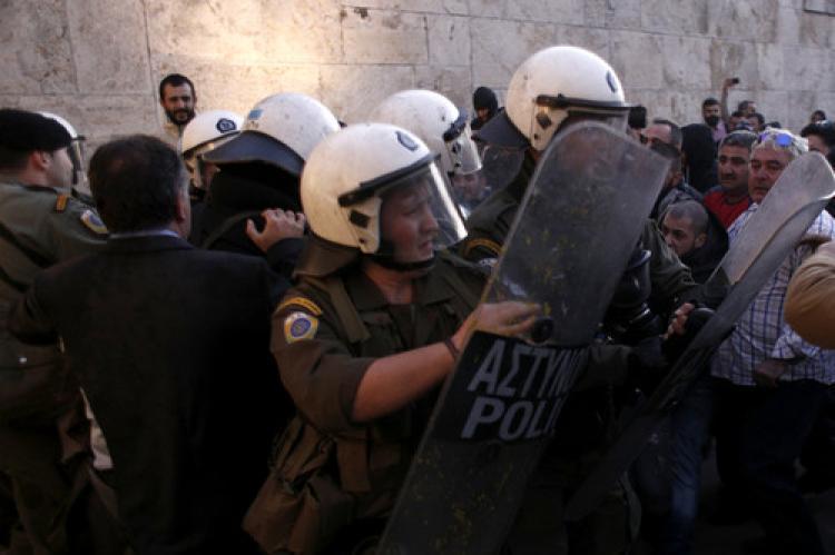 Atina'da milletvekili darp edildi