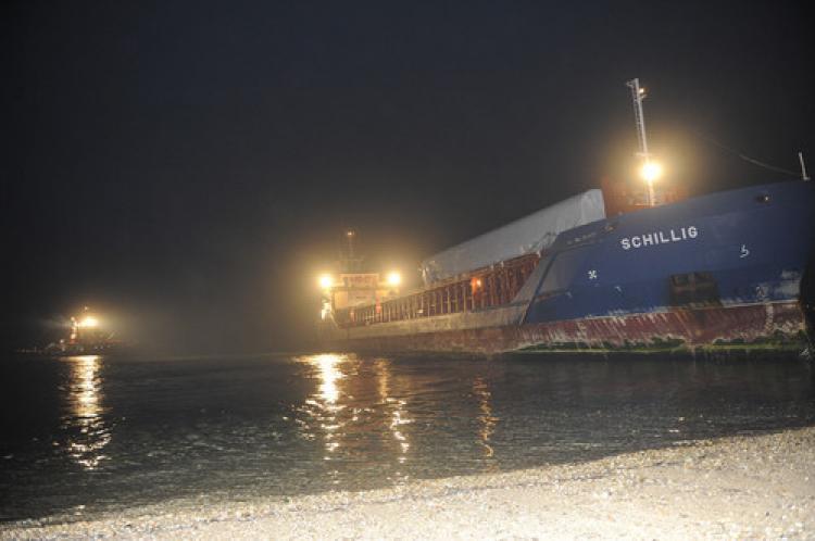 Çanakkale Boğazı'nda kuru yük gemisi karaya oturdu