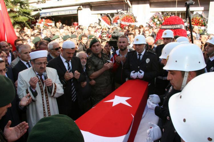 Şehit polis, ebediyete uğurlandı