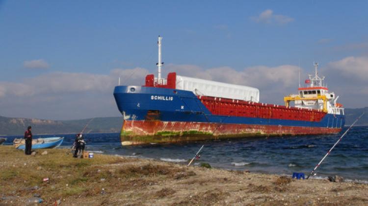 Gemiyi kurtarma çalışması yapılıyor