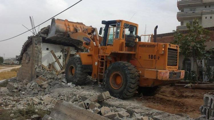 Nusaybin'de yol genişletme çalışması yapıldı