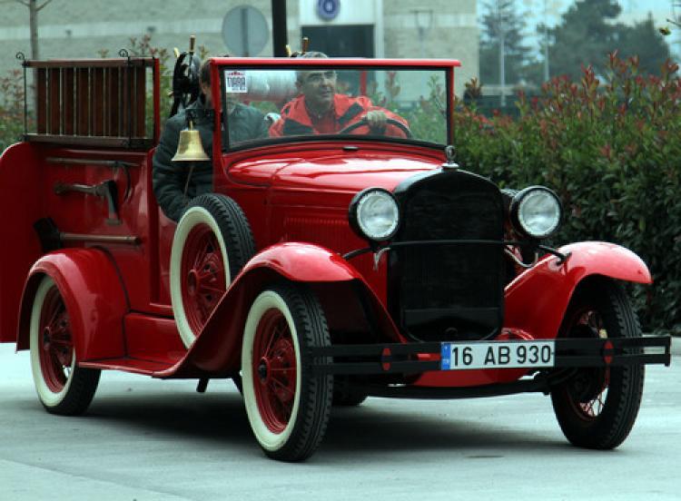 Bursa'da klasik otomobil turu