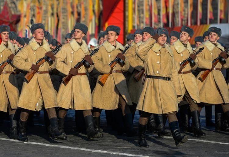 Sovyet ordusu yeniden Kızıl Meydan'da