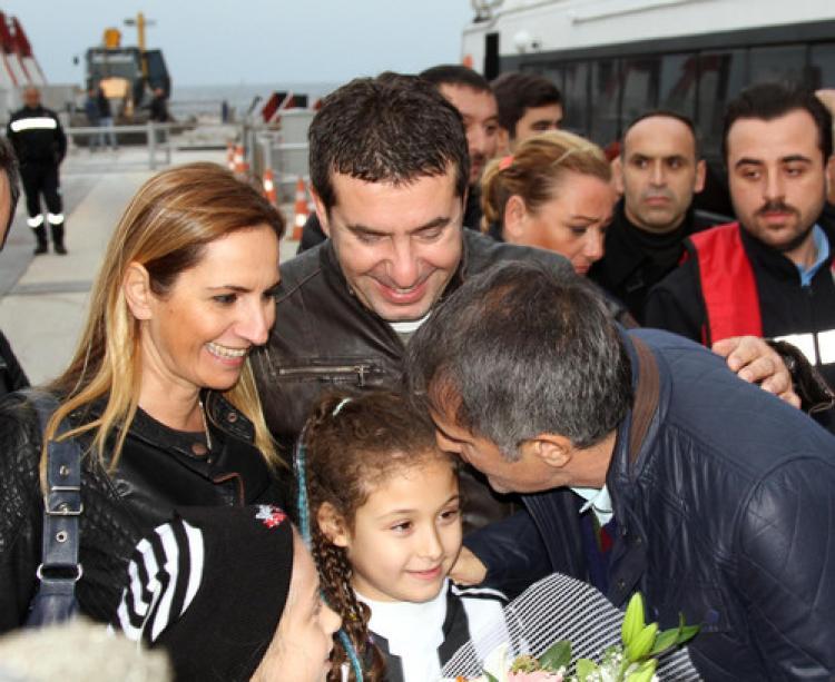 Beşiktaş, Bursa'da çiçeklerle karşılandı