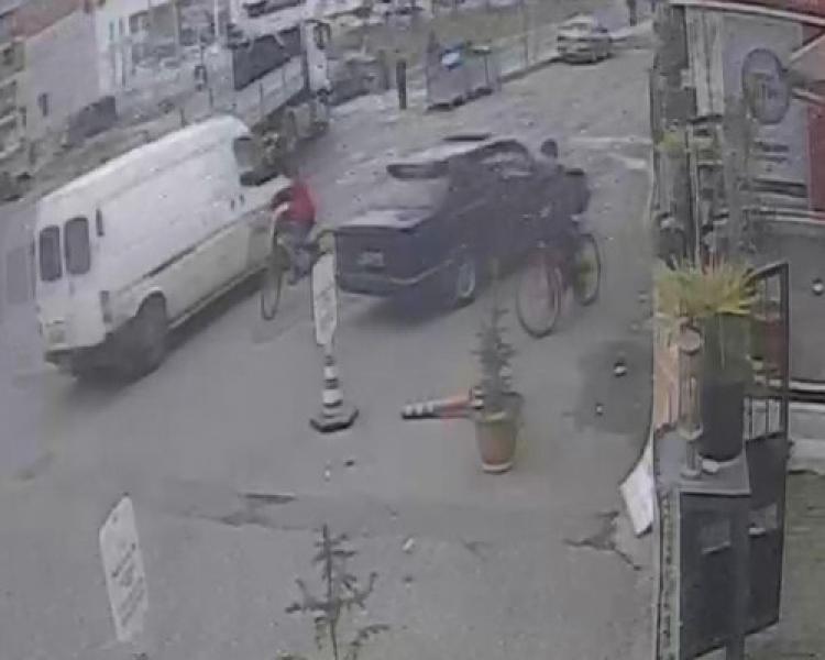 Karşıya geçmeye çalışırken otomobil çarptı