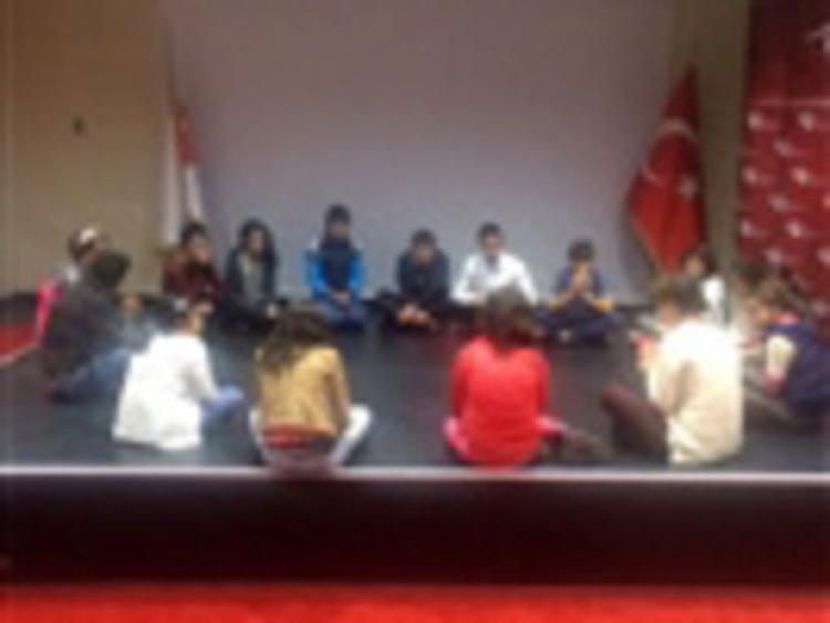 Korunmaya muhtaç çocuklara tiyatro eğitimi