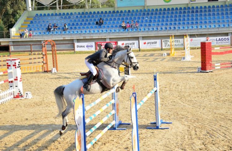 Adana'da yapılan Cumhuriyet Kupası Engel Atlama Binicilik Yarışları tamamlandı