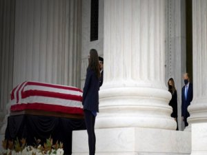 Trump cenazede yuhalandı