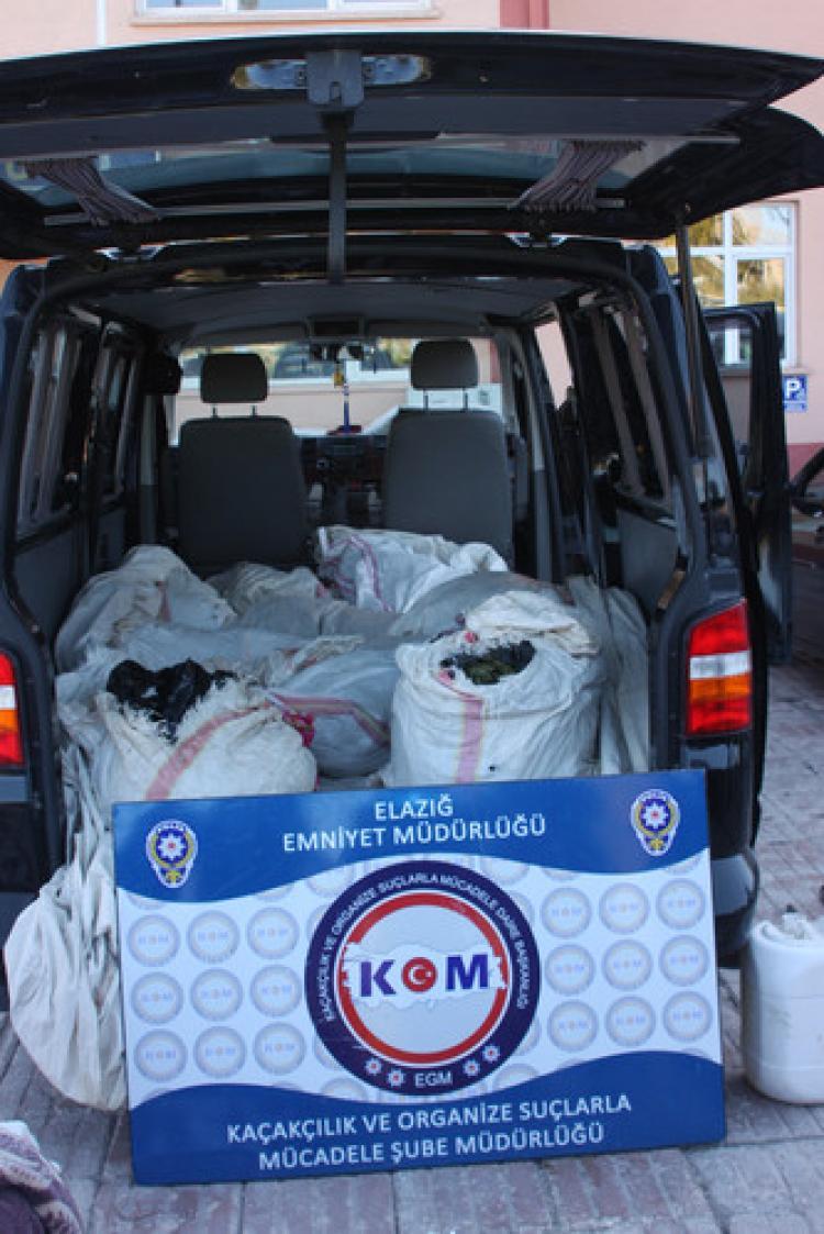 Çuvallar içinde 117 kilogram esrar ele geçirildi