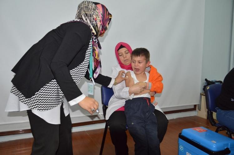 Öğrenciler sağlıklı bir yaşam için aşı oldu